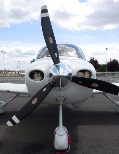 Cirrus SR20 Aircraft front owned by YouFly