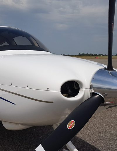 cirrus_sr20_front_side