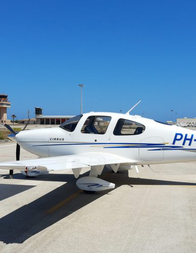 Cirrus SR20 Aircraft from the side with blue-sky background