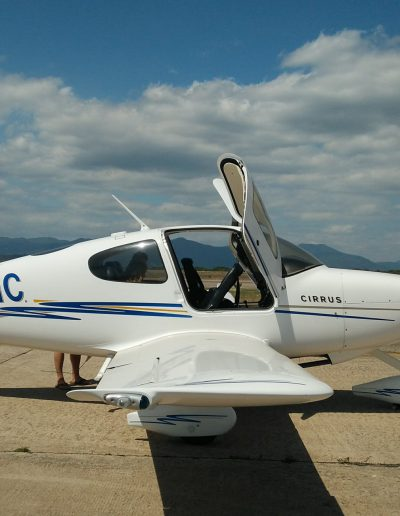 Cirrus SR20 Aircraft with mountains background PH-YMC